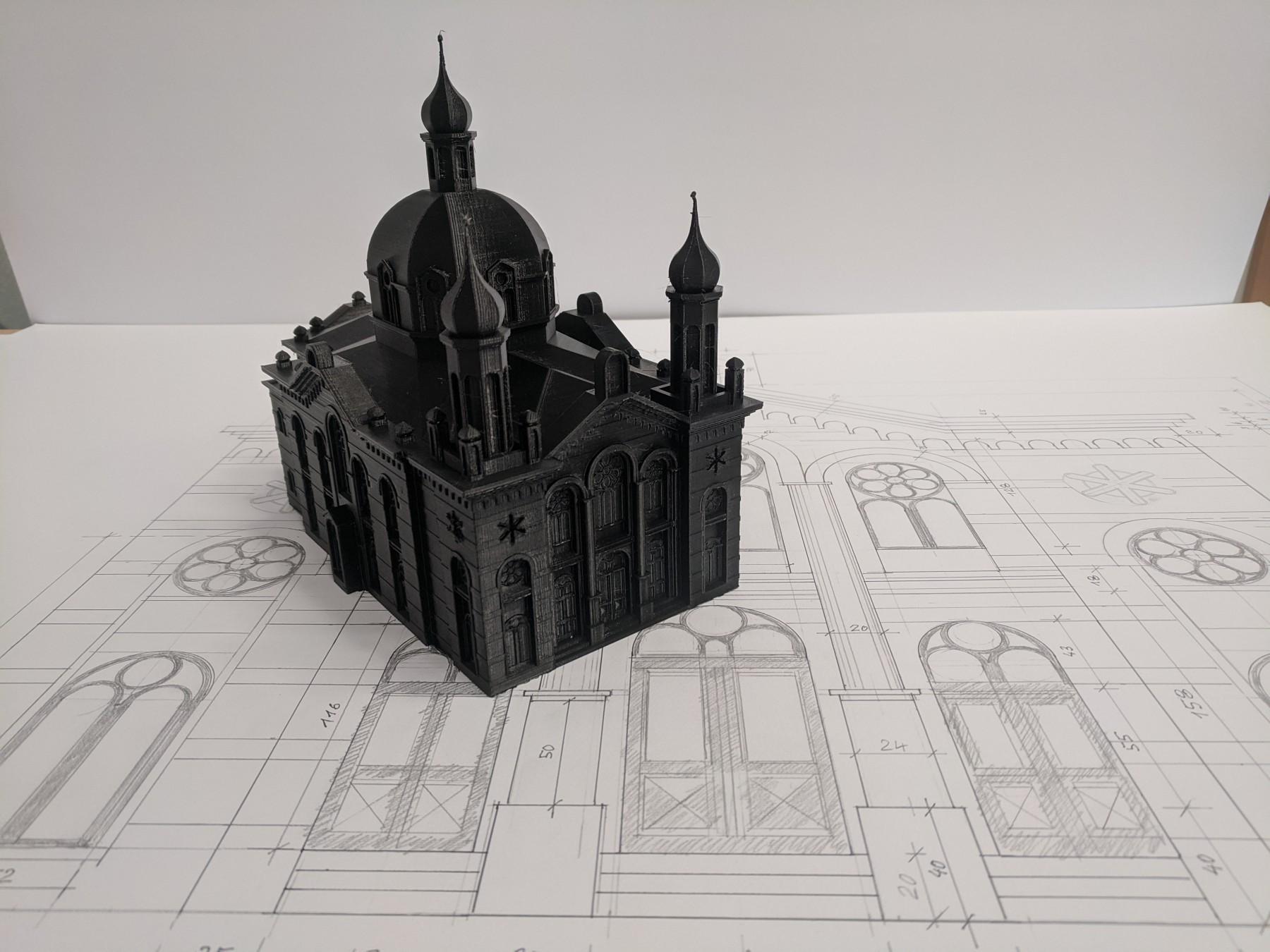 Projekt bronzového odlitku vypálené synagogy